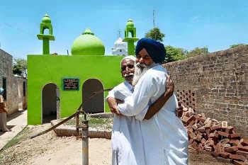Sikh Man Builds Mosque for Muslim Friend
